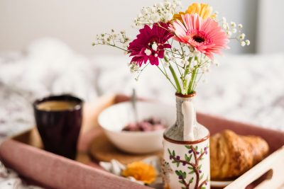 Breakfast_in_bed_1920px