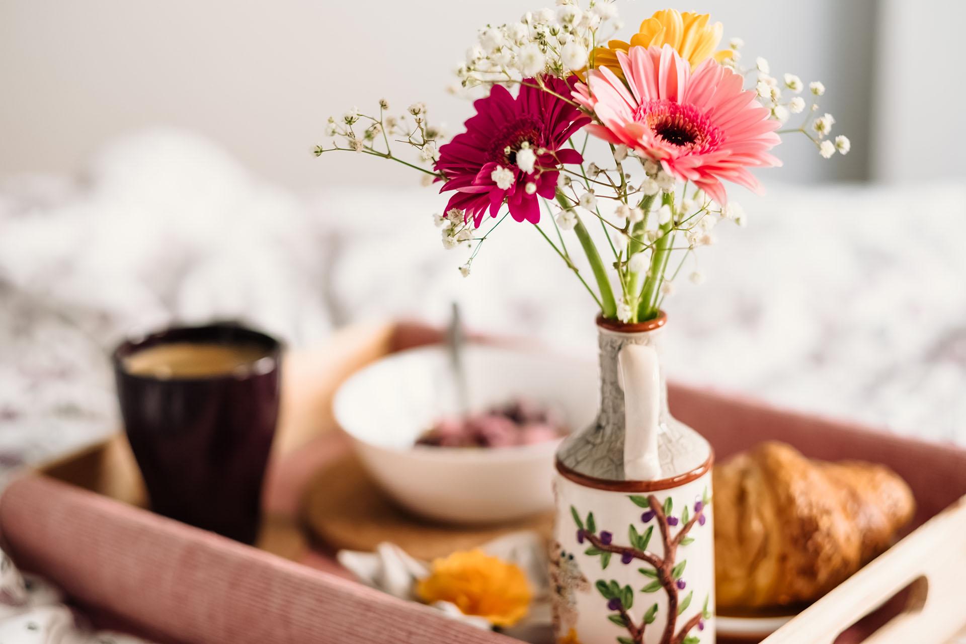 Breakfast_in_bed_1920px